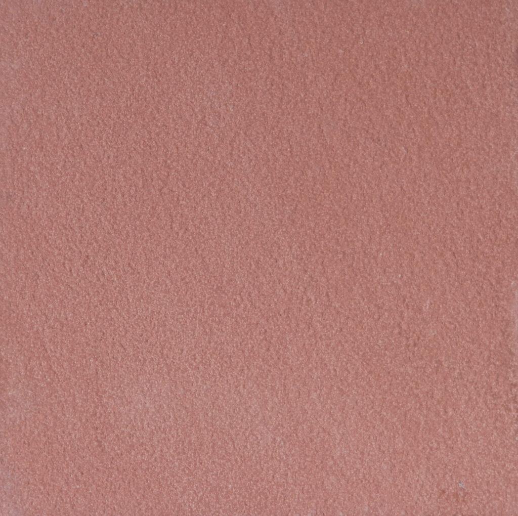 Arenaria color rosso, a volte affiorano macchiettature gialle