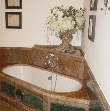 bagno-in-pietra-marmo-rivestimenti-in-marmo-bagno
